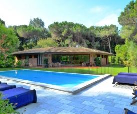 Massa Villa Sleeps 12 Pool Air Con