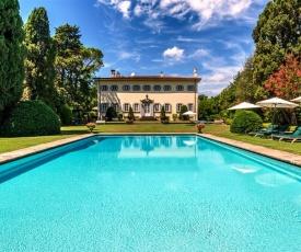 Lucca Villa Sleeps 14 Pool