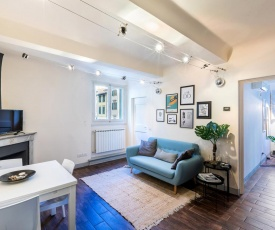 Historic Center apartment - Next to the river, all attractions, SMN train station