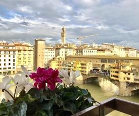 Ponte Vecchio View Luxury Apartment